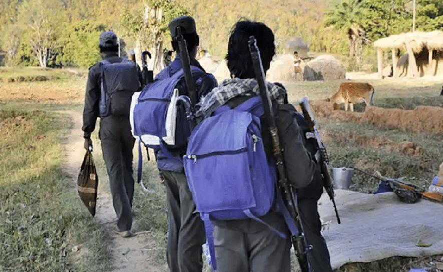 'വീട്ടിലേക്ക് മടങ്ങൽ': 18 നക്സലുകൾ ആയുധം വെച്ച് കീഴടങ്ങി