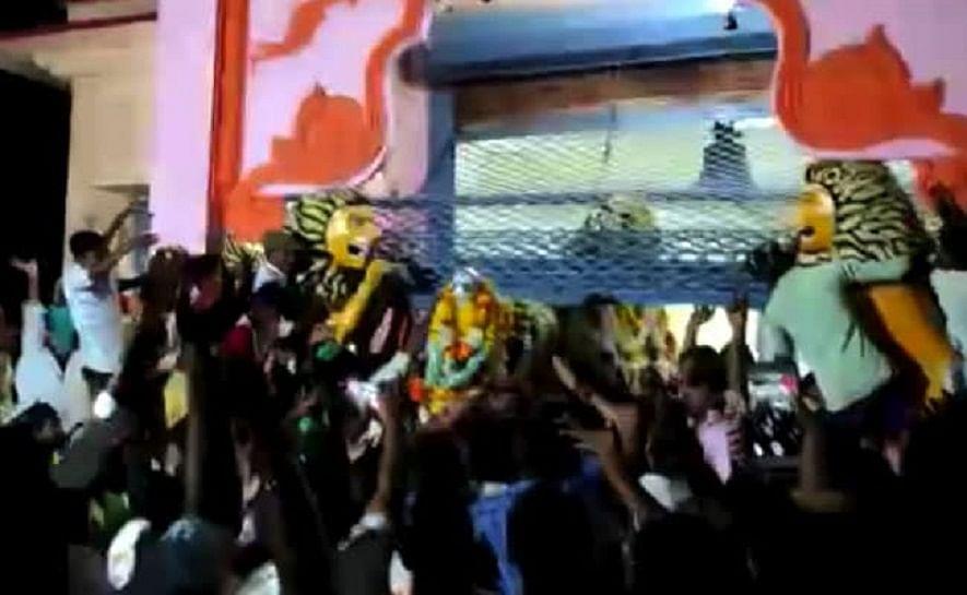 കര്ണാടകയില് ക്ഷേത്ര പരിപാടിക്കിടെ രഥം ബലമായി പുറത്തിറക്കി; 50 പേര് അറസ്റ്റില്