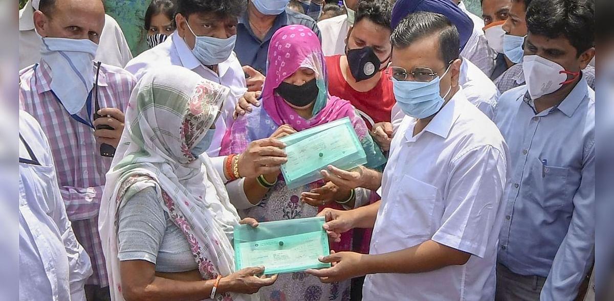കോവിഡ് ബാധിച്ച് മരിച്ച ശുചിത്വത്തൊഴിലാളിയുടെ കുടുംബത്തിന് ഒരു കോടി നൽകി ഡല്ഹി സർക്കാർ