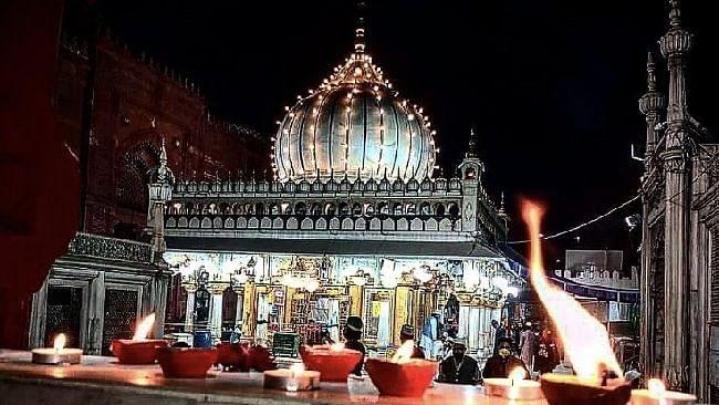ദീപാവലിയിൽ ഹസറത്ത് നിസാമുദ്ദീൻ ദേവാലയം ദീപാലങ്കൃതം