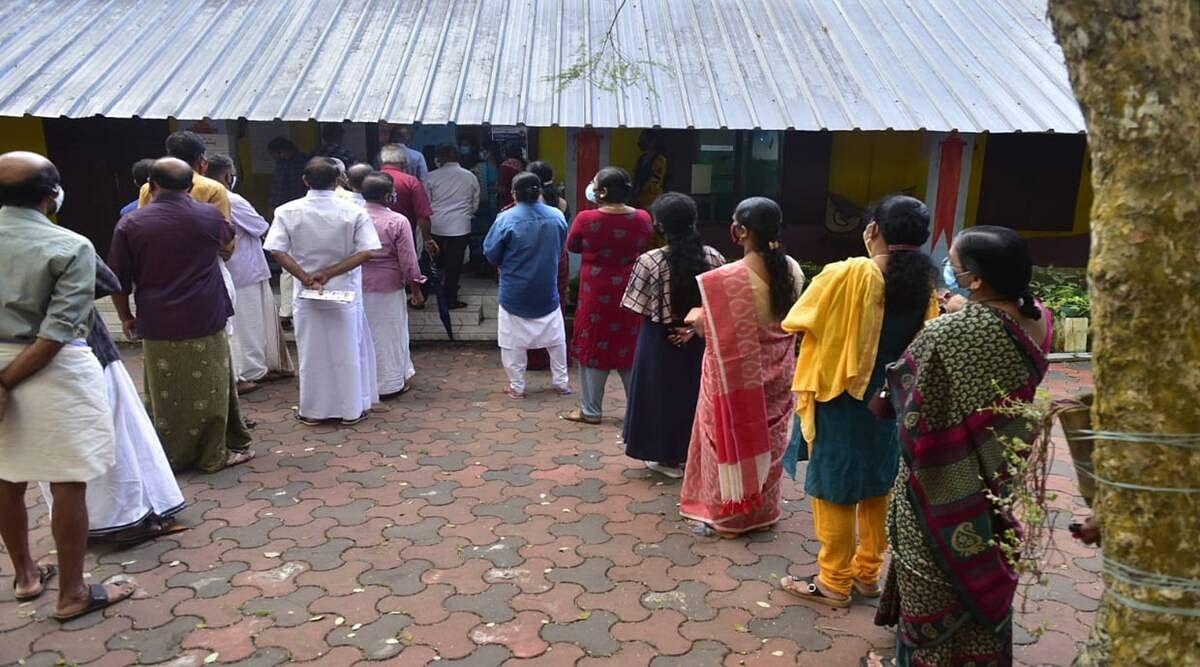 തദ്ദേശ തെരഞ്ഞെടുപ്പ് മൂന്നാംഘട്ടം: ഉച്ചവരെ 52.5 ശതമാനം പോളിംഗ്