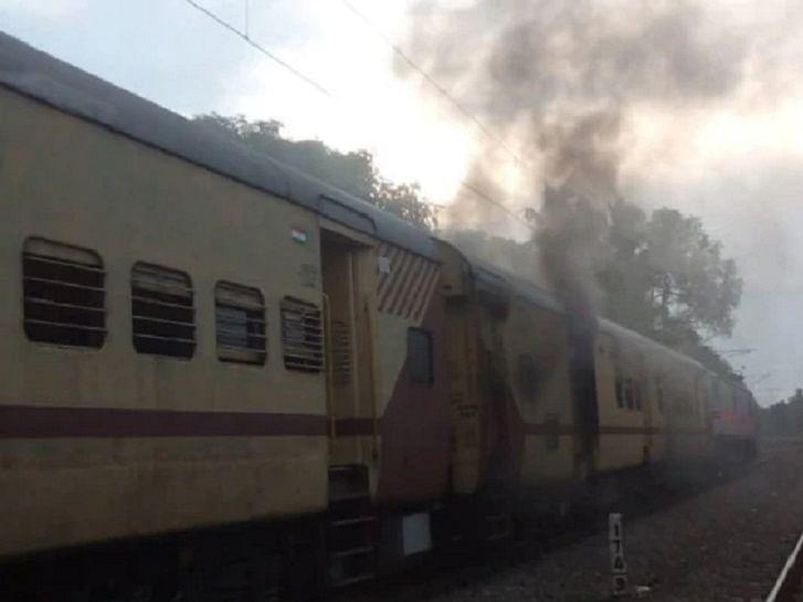മലബാര് എക്സ്പ്രസിലെ തീപിടുത്തം: ഉദ്യോഗസ്ഥനെ സസ്പെന്ഡ് ചെയ്തു