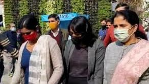 ദിഷ രവിക്ക് പിന്തുണയുമായി ദേശീയ വനിതാ കമ്മീഷന്; ഡല്ഹി പൊലീസിന് എതിരെ  കേസെടുത്തു