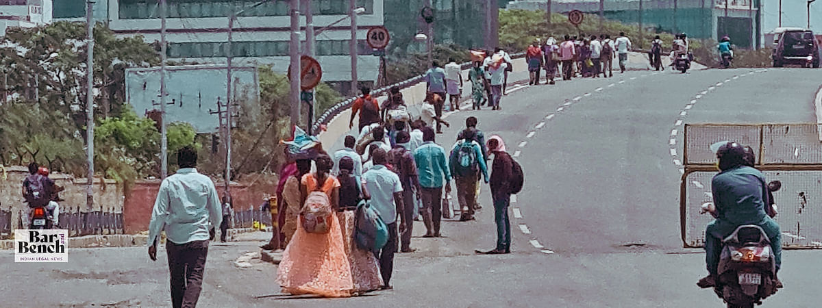 Migrant labour moving from Bangalore towards Tamil Nadu