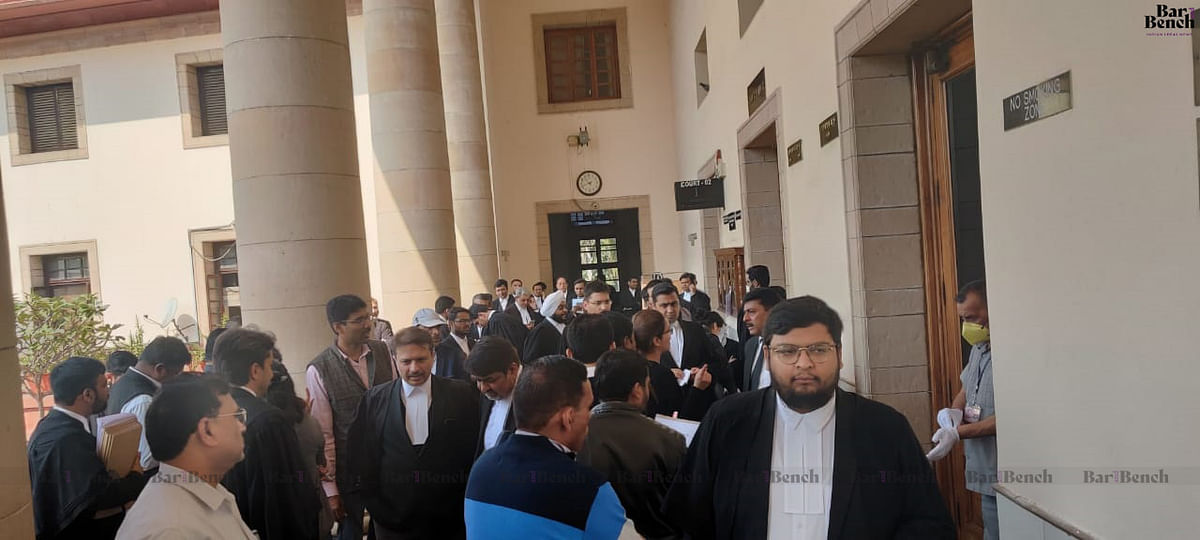 [BREAKING] Giving priority COVID vaccination to lawyers, judges will be discriminatory to other trades/ profession: Central govt to SC