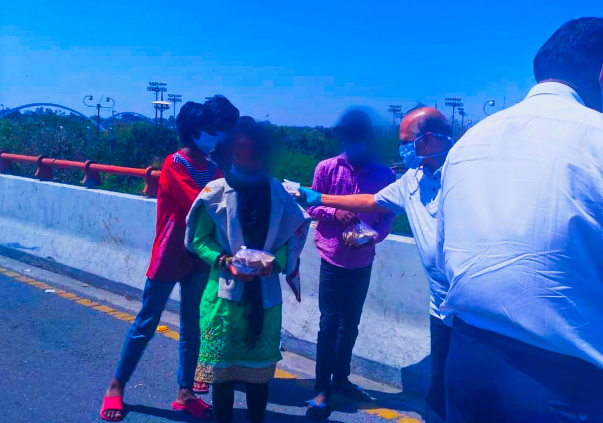 Justice Ravindra Bhat hands out relief packages to migrant workers facing brunt of Coronavirus lockdown