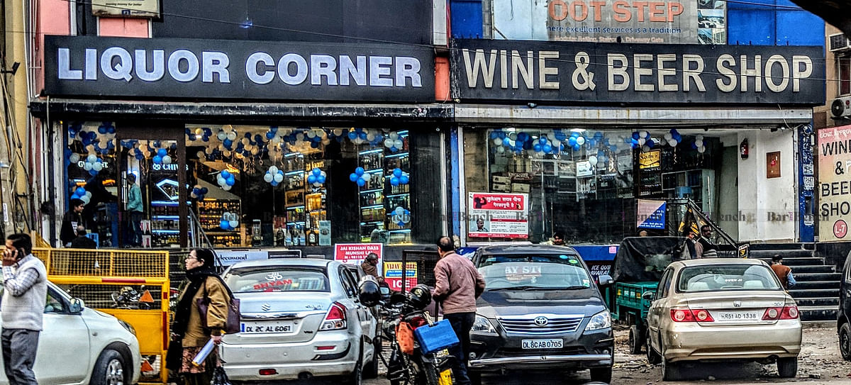 "[Coronavirus Lockdown] ""No public interest involved"", Karnataka HC dismisses petition seeking re-opening of wine shops in state"