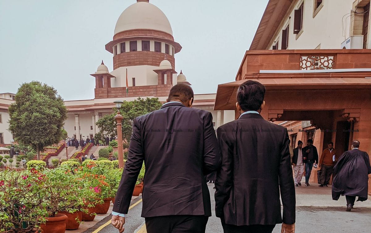 Courtroom decorum gone up in smoke? Supreme Court chews out counsel for consuming Gutka as lawyers take to vices on video