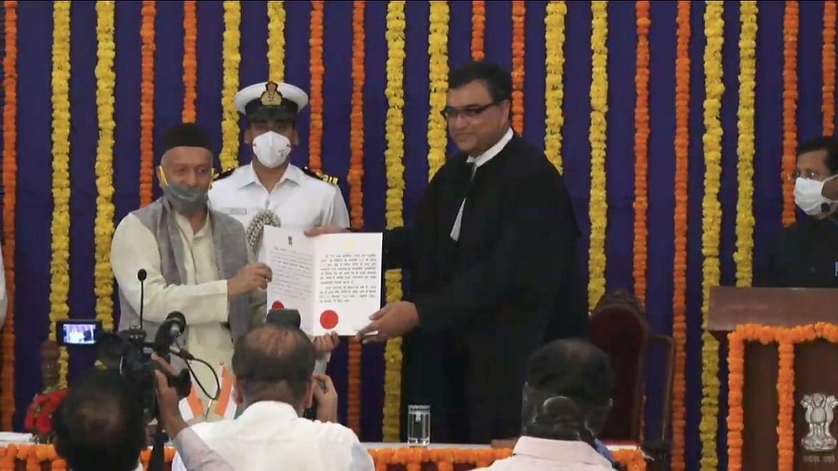 Maharashtra Governor Bhagat Singh Koshyari (L) and newly sworn in Bombay High Court Chief Justice Dipankar Datta (R)