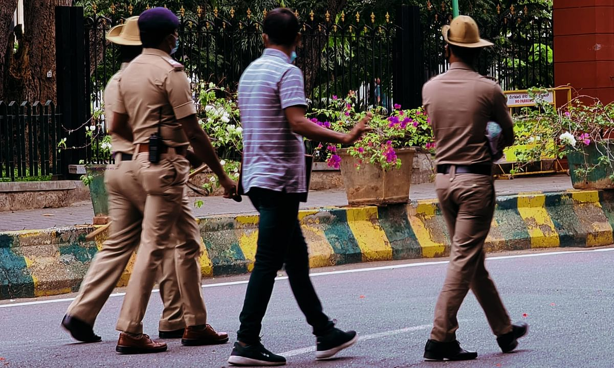 [Sathankulam Custodial Deaths] Prima facie, sufficient material for Murder Case against Policemen involved: Madras High Court