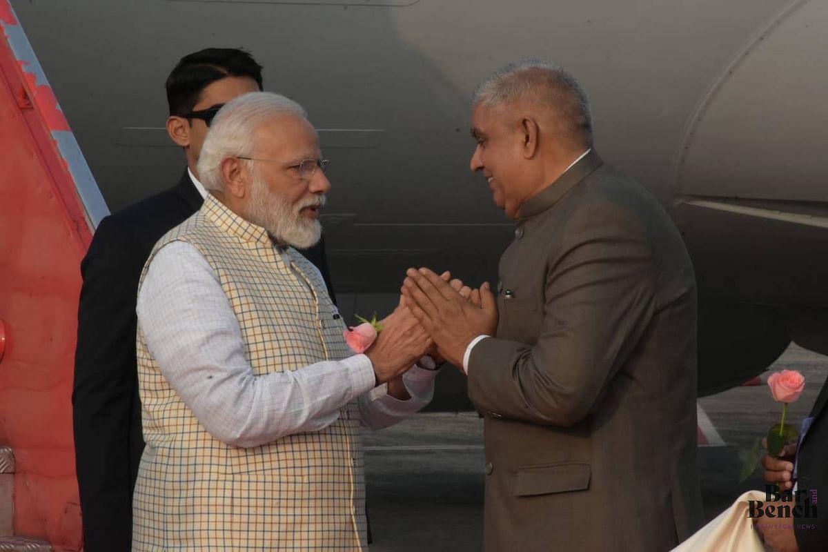 Governor recieving PM Modi