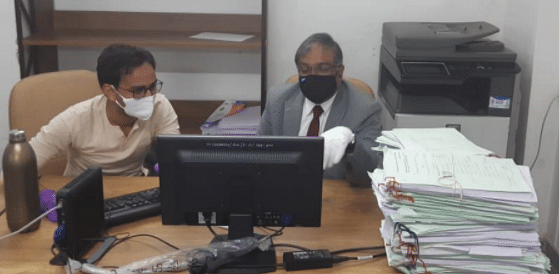 Chief Justice Vikram Nath makes a surprise visit to filing department at Gujarat High Court
