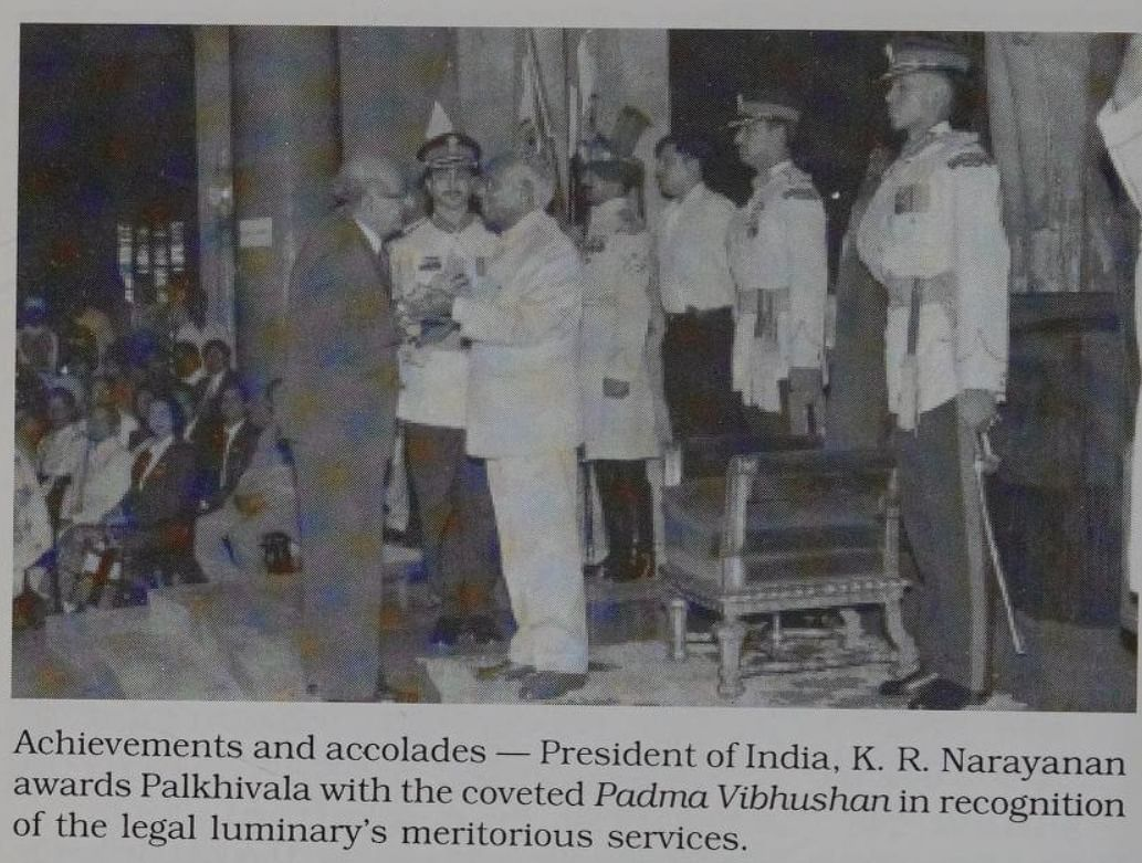 President KR Narayanan felicitates Palkhivala