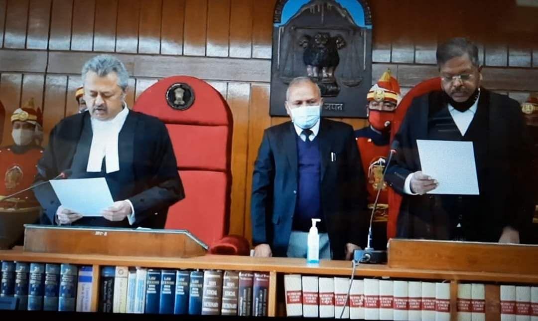Justice Ravi Malimath taking oath at the Himachal Pradesh High Court.