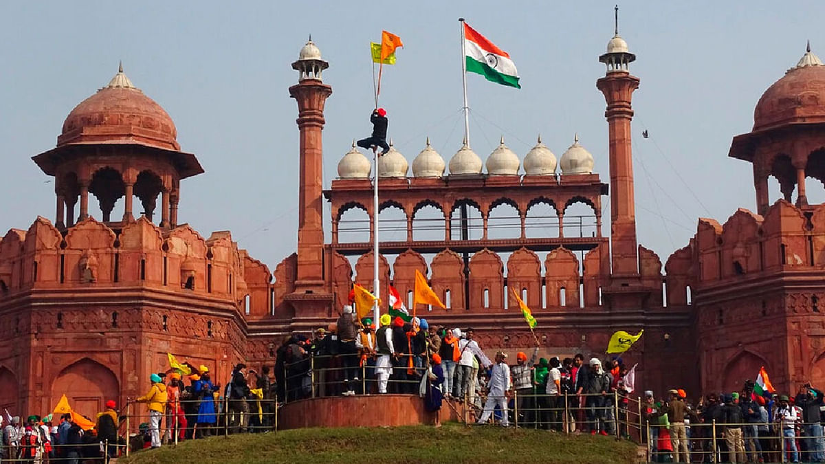 """[FARMERS PROTESTS] """"Red Fort under siege:"""" PIL filed in Delhi High Court seeking removal of protesters from roads, deployment of paramilitary"""