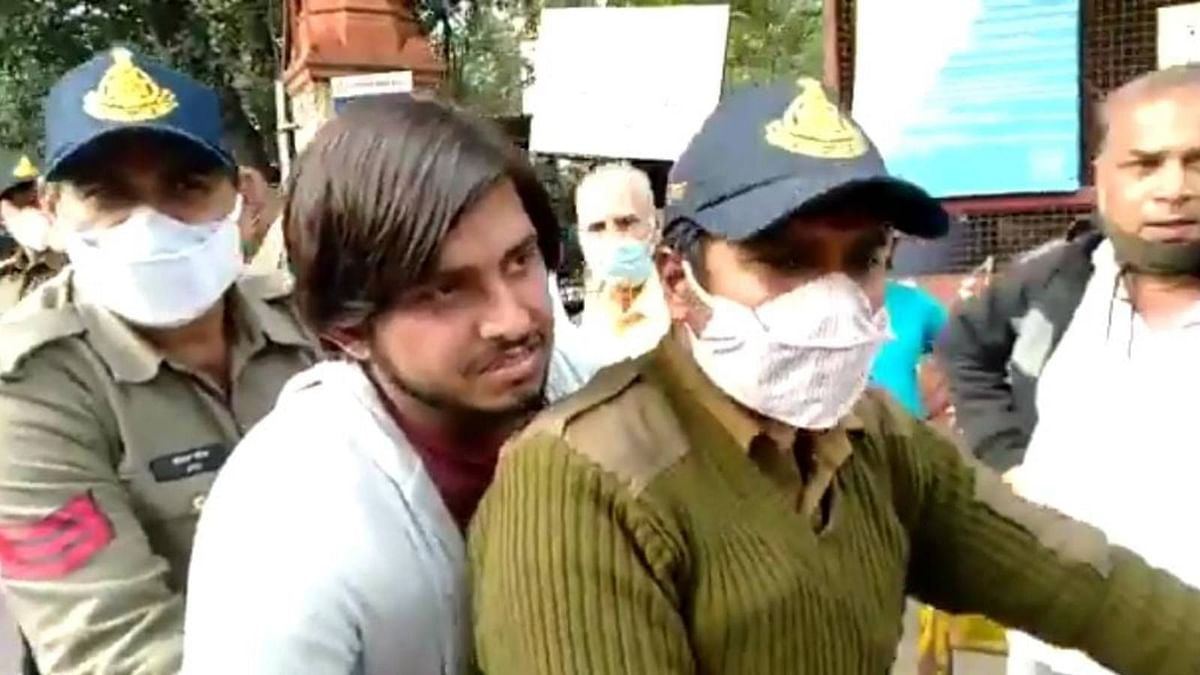 [MUNAWAR FARUQUI CASE] Bail of co-accused Sadakat Khan rejected for the second time by Indore court