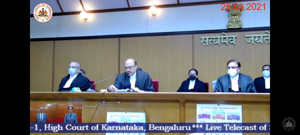 Justices Rajendra Badamikar and Khazi Jayabunnisa  Mohiuddin take oath as Judges of the Karnataka High Court