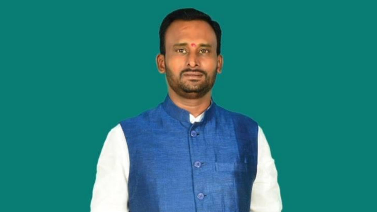 FIR against former Karnataka INC MLA Vijayanand Kashappanavar for organising 80,000-strong rally in violation of COVID guidelines