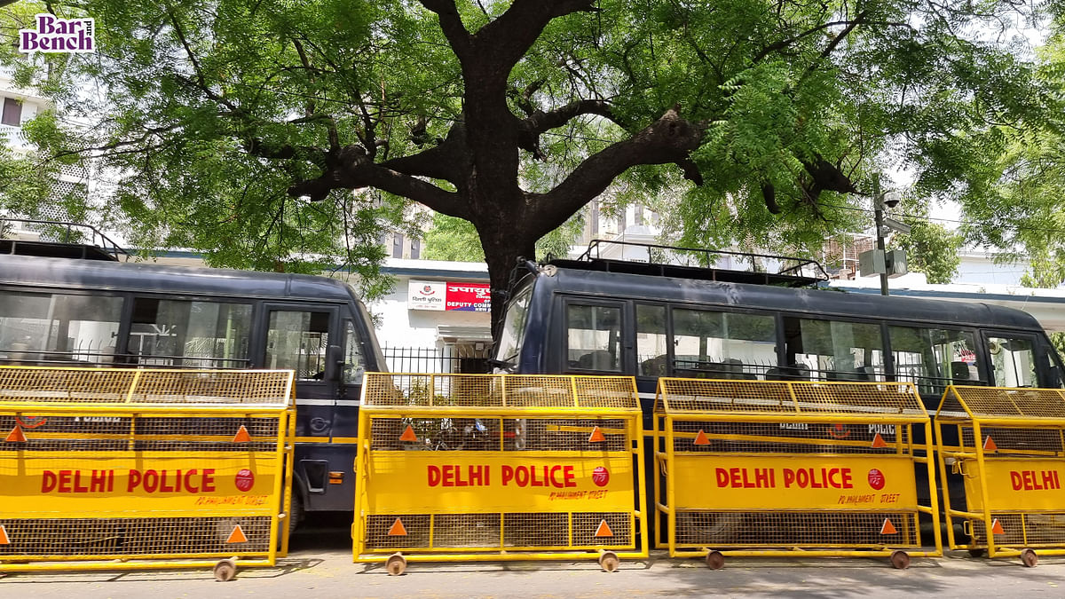 Delhi Police moves Supreme Court for relaxation of prohibition on handcuffing prisoners until COVID-19 subsides