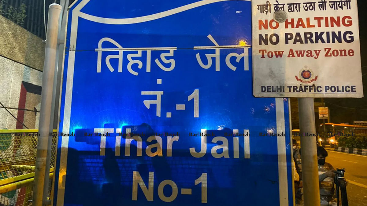 Can physical mulaqaat during COVID-19 for undertrials take place with visitor in mask, PPE kit: Delhi High Court asks jail authority