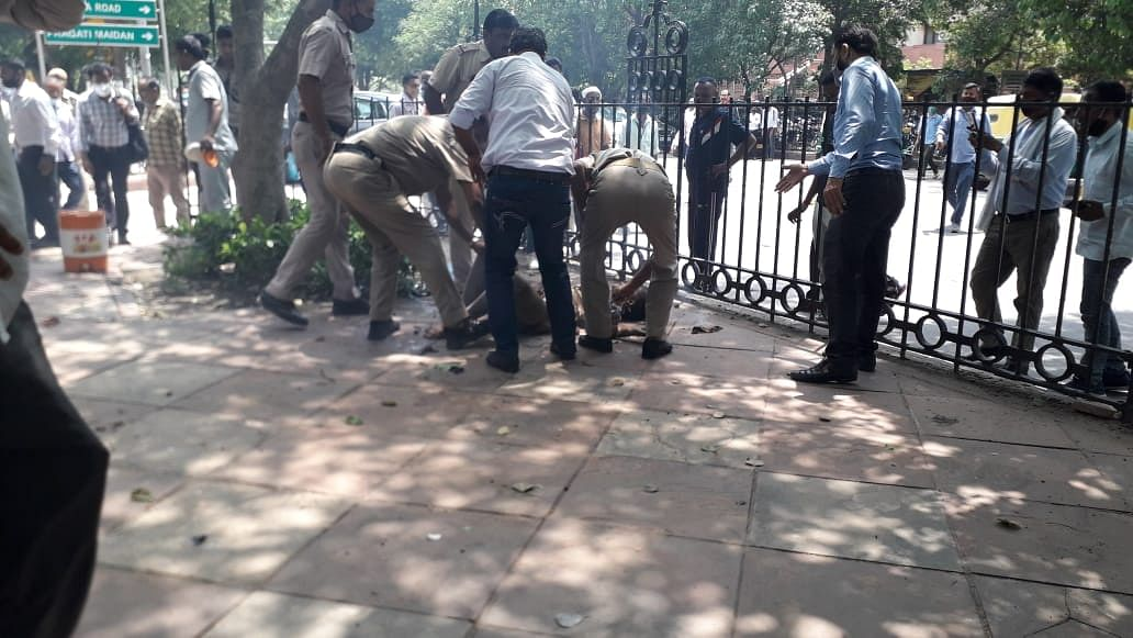 Man, woman attempt to immolate themselves outside Supreme Court