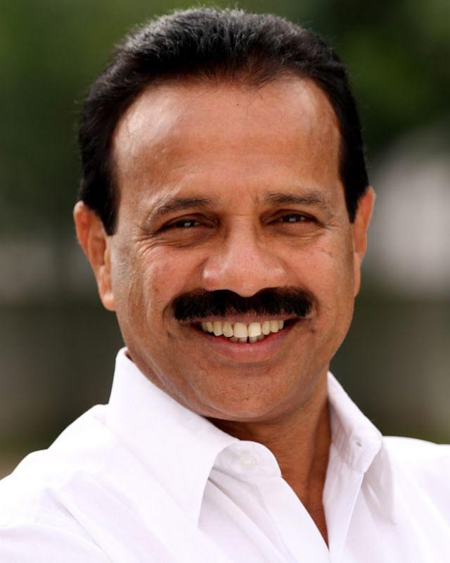 Ex-Kar CM DV Sadananda Gowda replaces Ravi Shankar Prasad as Law Minister