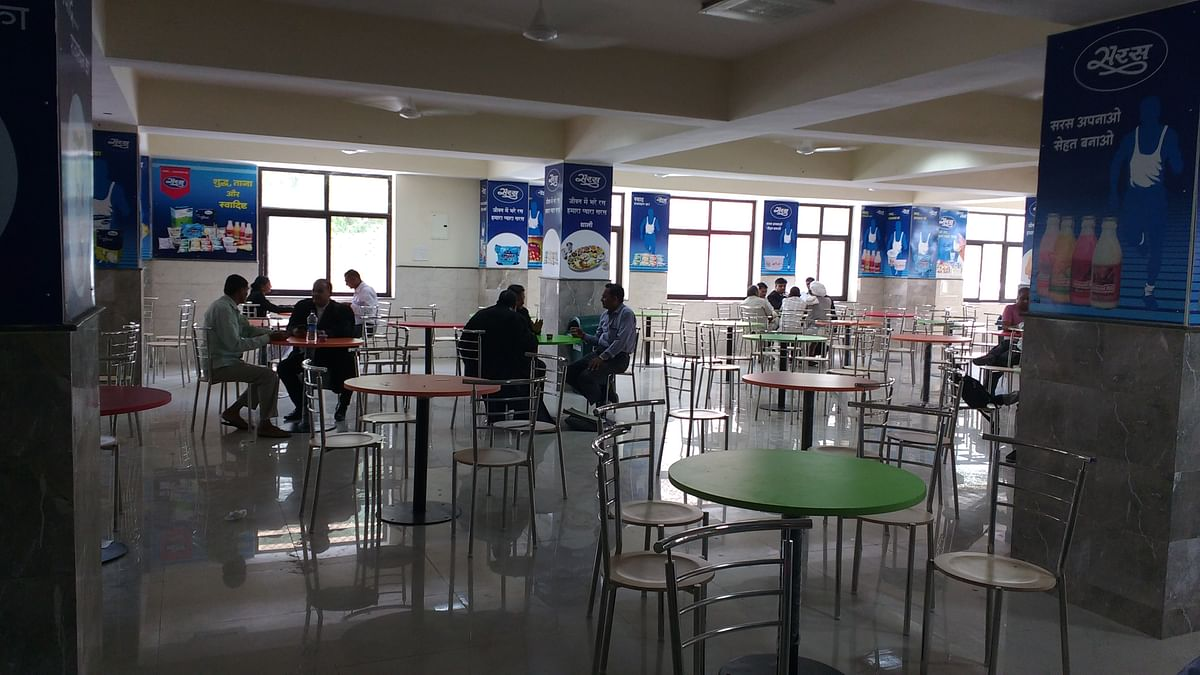 The Jaipur HC Canteen offers a lot of space and not much else