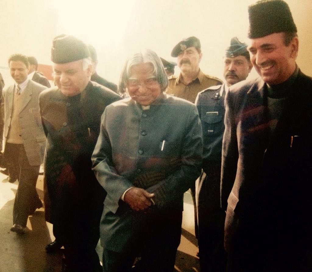 Justice Khan (l) pictured with former President of India APJ Abdul Kalam (c) and Ghulam Nabi Azad (r)