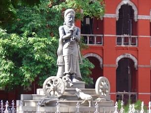 "The statue of King Samaneedhi Cholan at the Madras High Court campus (<a href=""https://selvamraja.files.wordpress.com/2011/11/manuneedhicholan.jpg"">Source</a>)"