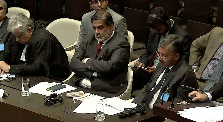 (L-R) Senior Counsel Harish Salve, Indian ambassador to the Netherlands, Venu Rajamony and senior Indian diplomat, Deepak Mittal
