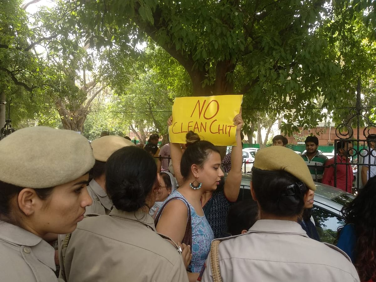 Protests erupt outside Supreme Court In-House Committee clean chit to CJI Gogoi: Live Updates