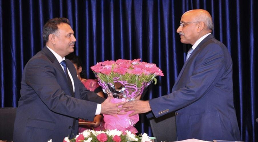 Justice Ravi Shanker Jha (left) felicitating Justice Hemant Gupta