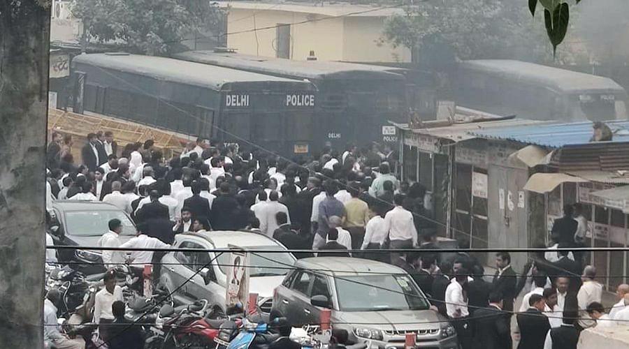 Tis Hazari Violence: Delhi HC takes suo motu cognizance, notice to Delhi Police, Bar Councils