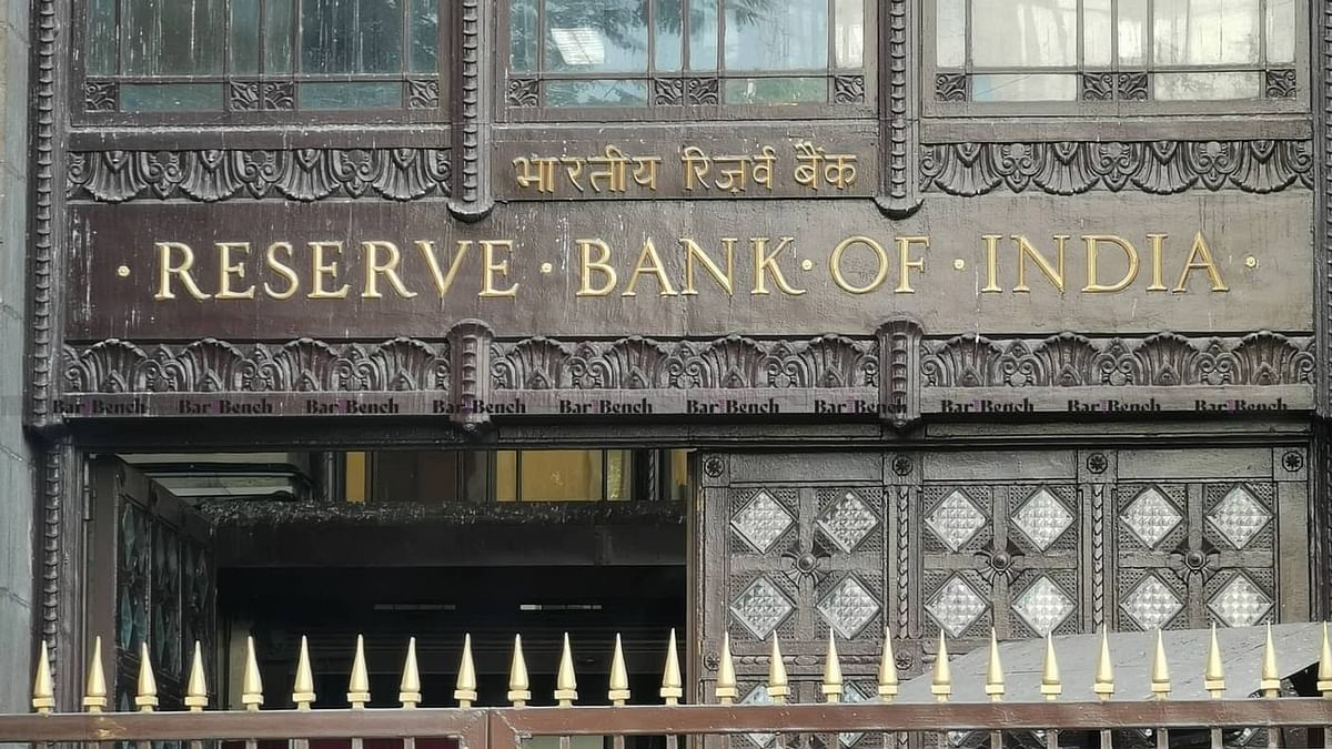"""एससी ने """"आरबीआई के पीछे छिपने"""" के लिए केंद्र को फटकार लगाई: ऋण अधिस्थगन अवधि मे ब्याज माफी पर स्पष्ट जवाब के लिए पूछा"""