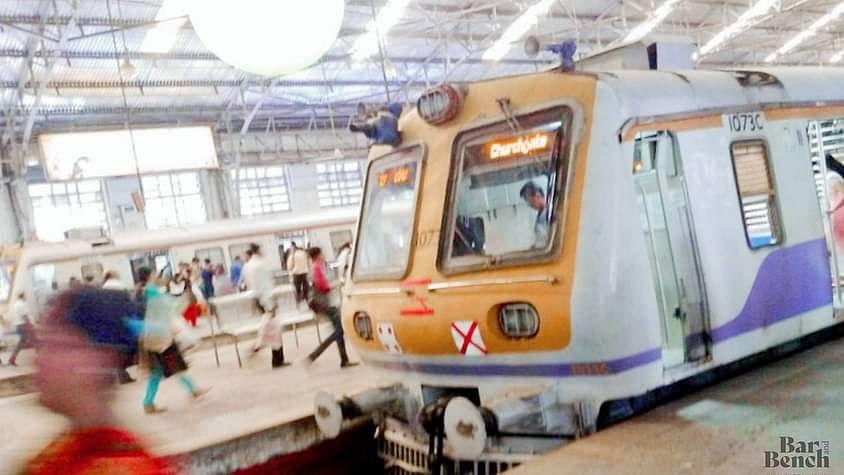 वकीलों, पंजीकृत क्लर्कों को 23 नवंबर तक प्रायोगिक आधार पर मुंबई लोकल ट्रेनों का उपयोग करने की अनुमति [सरकारी आदेश पढ़ें]