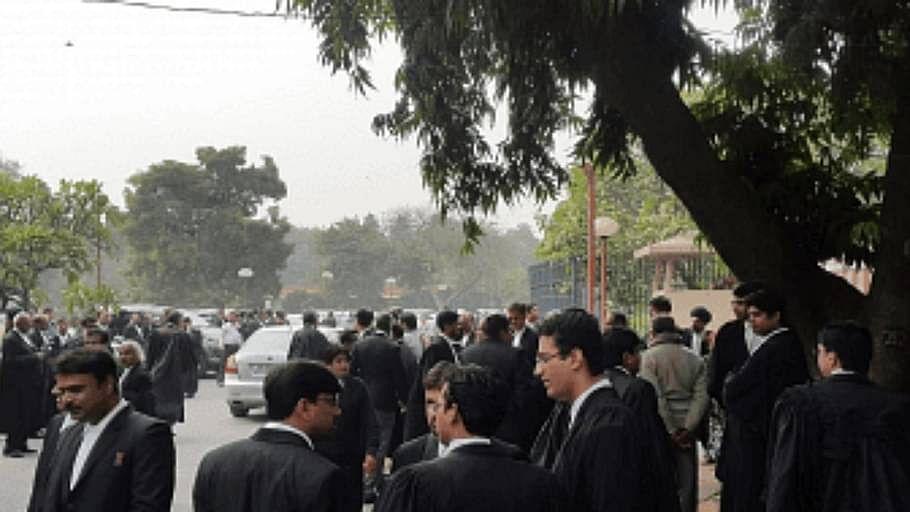 दिल्ली HC ने संपत्ति कर के लिए वाणिज्यिक गतिविधि के रूप में कानून कार्यालयो के वर्गीकरण के खिलाफ DHCBA याचिका में नोटिस जारी