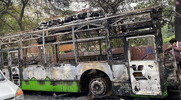 पुलिस हिंसा रोकने का काम कर रही थी:दिल्ली कोर्ट ने पुलिस के खिलाफ FIR की मांग वाली जामिया मिलिया इस्लामिया की याचिका खारिज की
