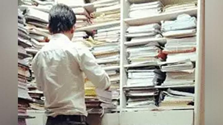 महाराष्ट्र के न्यायालयो में याचिका दायर करने के लिए ए4 आकार के पेपर के उपयोग को अनिवार्य करने के लिए बॉम्बे HC मे याचिका दायर