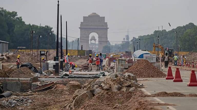 """""""सेंट्रल विस्टा राष्ट्रीय महत्व की आवश्यक परियोजना:"""" दिल्ली HC ने 1 लाख के जुर्माने के साथ निर्माण रोकने की याचिका खारिज की"""