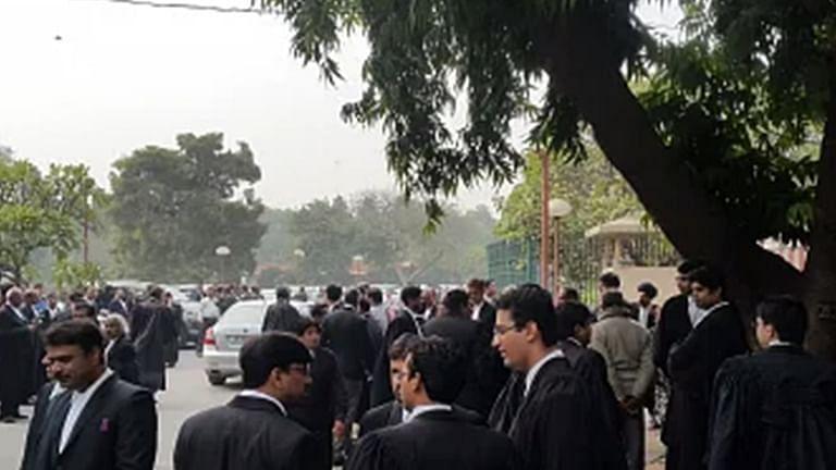 बार काउंसिल ऑफ दिल्ली ने पाया कि दस वकीलो ने वित्तीय सहायता के लिए झूठी COVID रिपोर्ट प्रस्तुत की