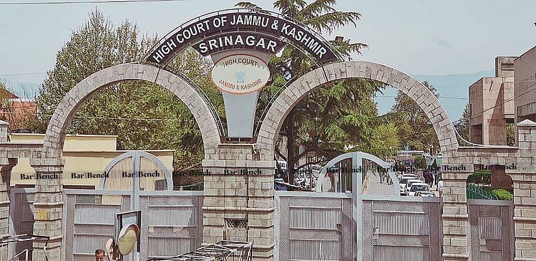 बार एसोसिएशन की शिकायत पर जम्मू-कश्मीर उच्च न्यायालय द्वारा निलंबित किए गए न्यायाधीश को मानवीय आधार पर बहाल किया गया
