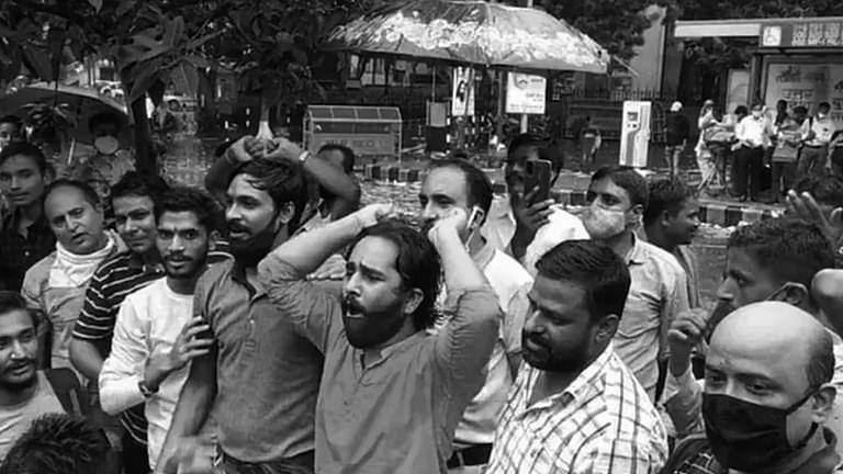 """ब्रेकिंग:""""धर्मनिरपेक्षता के खिलाफ:""""दिल्ली कोर्ट ने जंतर-मंतर मे मुस्लिम विरोधी नारेबाजी के 3 आरोपियो की जमानत याचिका खारिज की"""