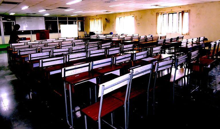 देशभर के स्कूलों को फिर से खोलने की मांग करते हुए कक्षा 12 के छात्र ने सुप्रीम कोर्ट का रुख किया