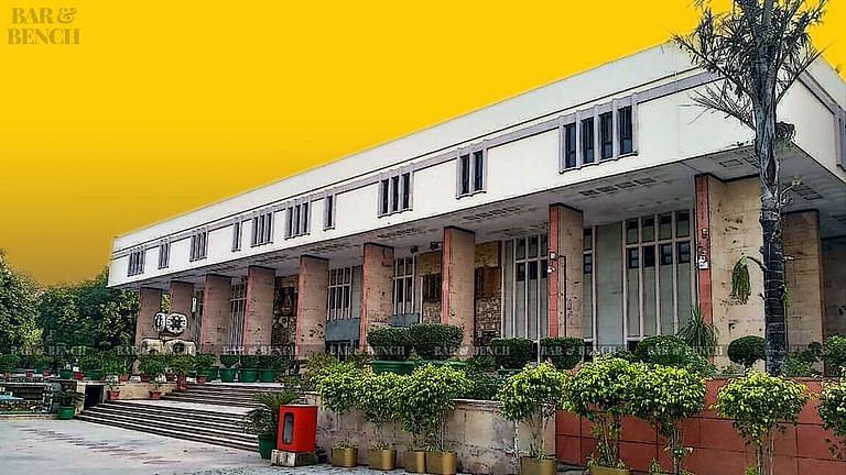 दिल्ली उच्च न्यायालय में पुलिसकर्मी की आत्महत्या से मौत