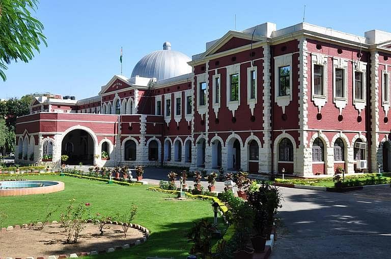 झारखंड HC ने उच्च न्यायालय के न्यायाधीश को हटाने की मांग के लिए AG राजीव रंजन के खिलाफ अदालत की अवमानना की कार्यवाही शुरू की