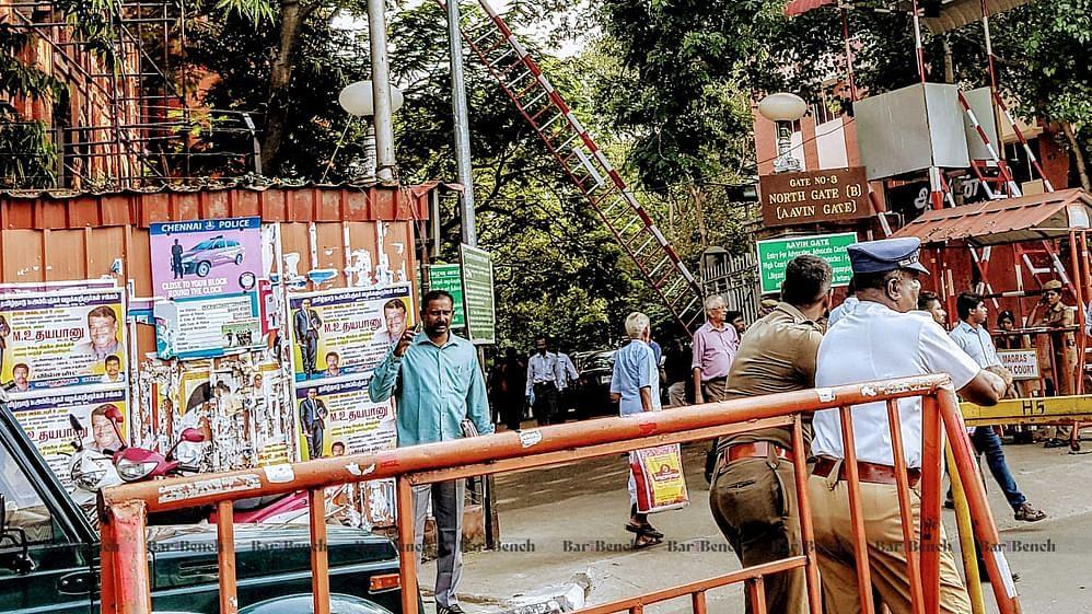 Chennai Police outside Madras High Court