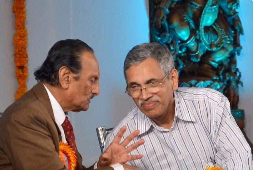 'ನಿತ್ಯೋತ್ಸವ' ಕವಿ ನಿಸಾರ್ ಅಹಮದ್ ಅವರೊಂದಿಗೆ.
