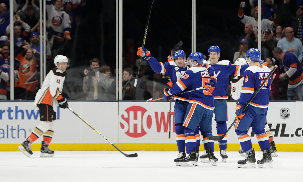 NHL: Tuesday hot Islanders face Blackhawks and we want goals