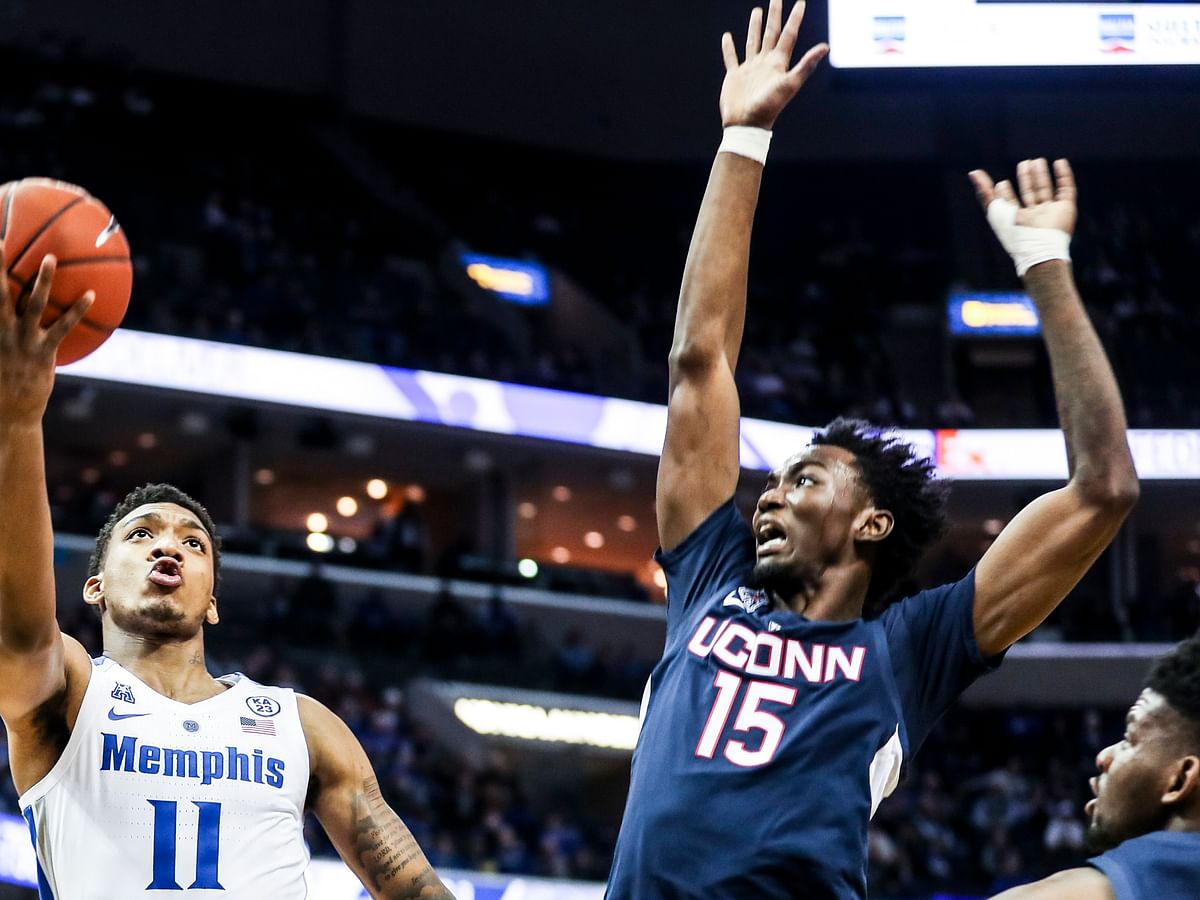 NCAAB: UConn visits SMU in battle of struggling AAC teams