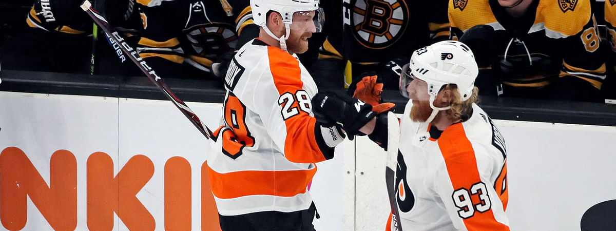 Claude Giroux (28) and  Jakub Voracek have had the Flyers' offense clicking on the road (AP Photo/Elise Amendola)